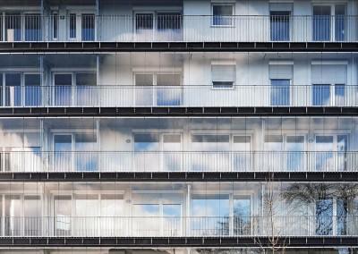 Szélvédett folyosó - melegebb lakások
